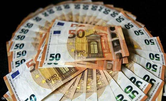 انخفاض اليورو أمام الدولار الى ادنى مستوى في 3 أسابيع