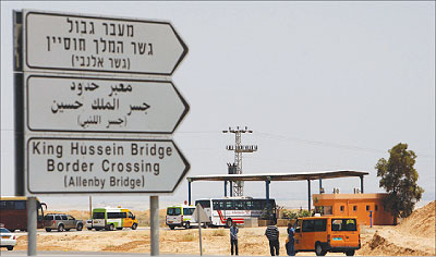 """النقل"""": 5817 شخصا تقدموا بطلبات لدخول المملكة برا"""