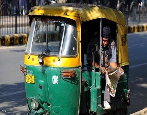 """أزمة إسعاف في الهند.. عربات """"توك توك"""" تنقل مصابي كورونا"""