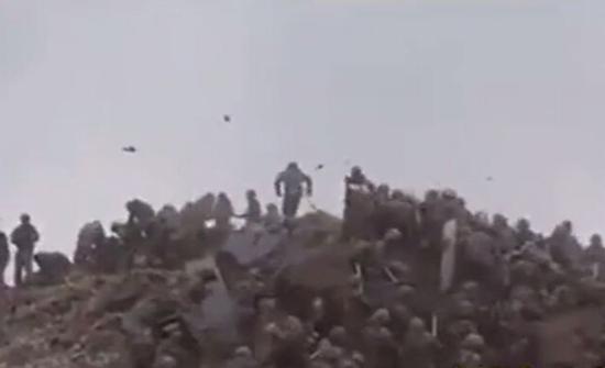 بالفيديو.. قتال بالأيدي بين جنود من دولتين نوويتين