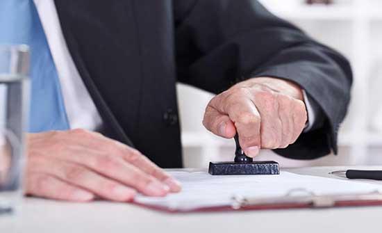 اسناد تهمة التزوير لمدير في إحدى الوزارات الحكومية