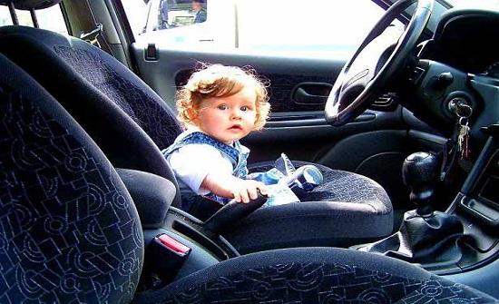 رجل سير ينقذ طفلتين تركتا داخل مركبة في ماركا الشمالية