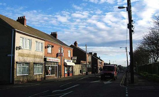 صور : العثور مرارا على حزم نقدية في شوارع قرية بريطانية