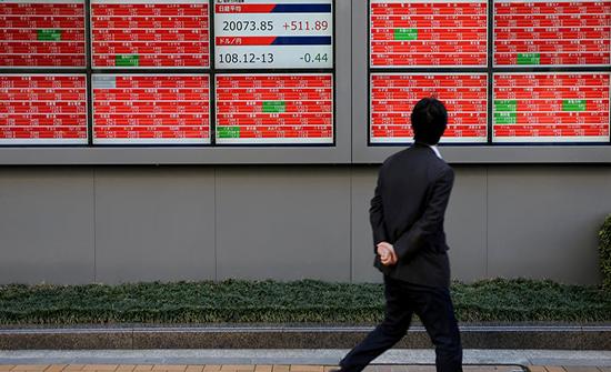 بورصة طوكيو تتعثر في ظل اضطراب بسوق السندات