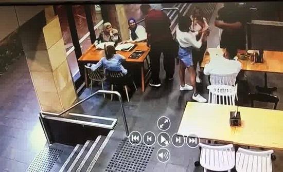 الاعتداء على سيدة محجبة حامل في أحد مقاهي سدني (فيديو)