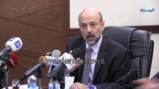 """الرزاز يوافق على انتداب 15 موظّفاً إلى """"الغذاء والدواء"""" استجابة لمطالب القطاع الخاصّ"""