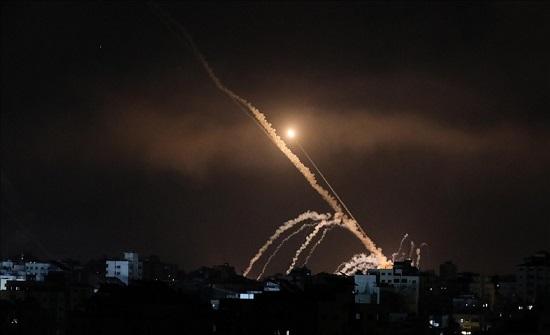 إسرائيل تعلن رصد 120 صاروخا أطلقت من غزة ليلا