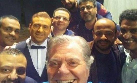 حسين فهمي يُمازح ريم البارودي ساخرًا من طريقتها في الكلام.. فيديو!