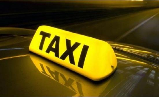 تكريم سائق تاكسي على امانته باعادة مبلغا من المال لاحد الركاب