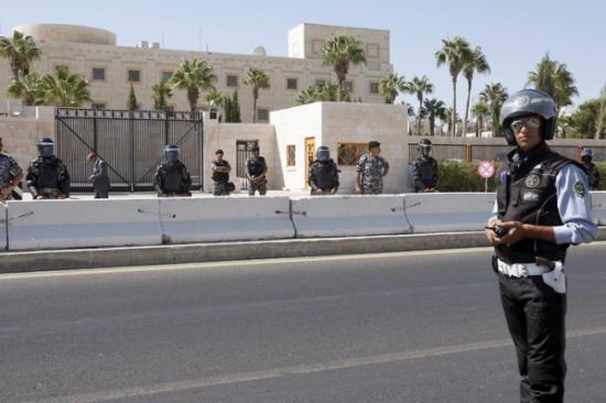 وقفة احتجاجية بالقرب من السفارة الامريكية بعمان