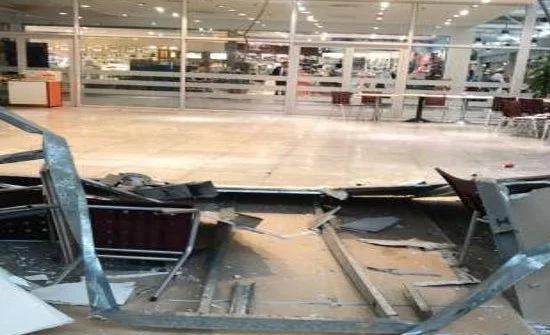 """شاهد :  سقوط جزء من سقف في صالة الحجاج بـ""""مطار جدة"""""""