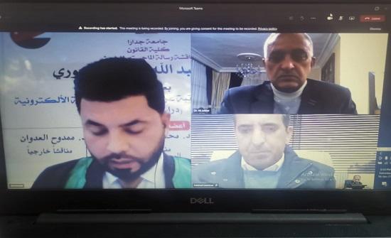 مناقشة رسالة ماجستير عن بُعد لطالب عراقي في كلية القانون في جامعة جدارا