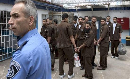 الأسرى الفلسطينيون يعيدون وجبات الطعام للمطالبة بتسليم جثمان الشهيد السايح