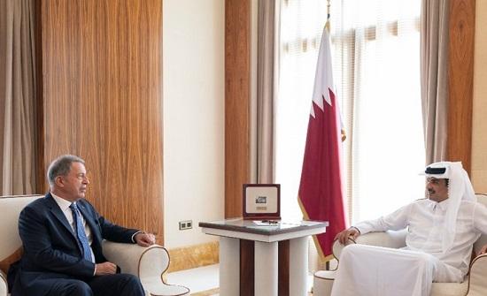 أمير دولة قطر يستقبل وزير الدفاع التركي في الدوحة