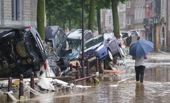 ميركل تتعهد بمساعدات مالية للمناطق المتضررة من الفيضانات بعد ارتفاع الوفيات