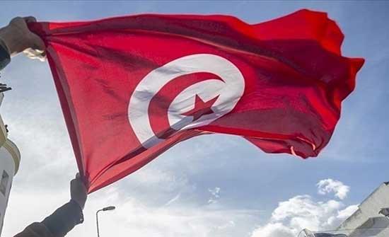 تونسي يقدم على حرق نفسه قرب وزارة الداخلية