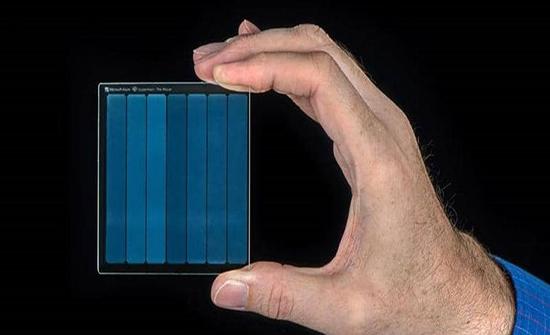تقنية مذهلة من مايكروسوفت.. التخزين على الزجاج