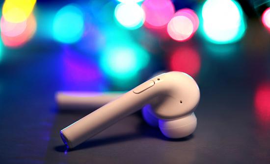أشياء هامة يجب أن تتذكرها قبل شراء سماعات لاسلكية رخيصة شبيهة بسماعات Apple AirPods