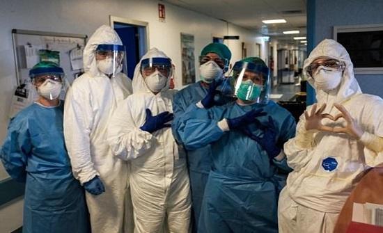 شفاء امرأة تسعينية من فيروس كورونا في إيطاليا..صورة