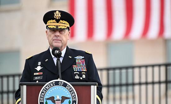 إخضاع رئيس هيئة الأركان المشتركة الأمريكية للحجر إثر إصابة نائب قائد خفر السواحل بكورونا