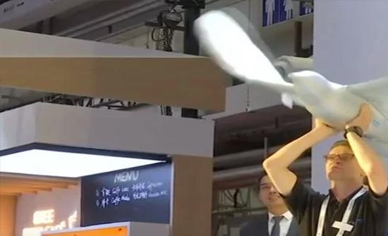شاهد: الصين تستعرض بـ روبوت من نوع خاص