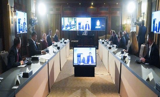 """الملك يبارك جهود شركاء جامعة الشرق الأوسط في """"بنك الشفاء والصحة الأردني"""""""