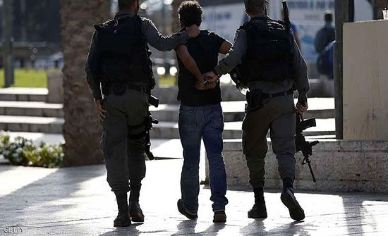 الاحتلال يعتقل 17 فلسطينيا ويهدم بركسات ويجرف اراضي بالضفة والقدس