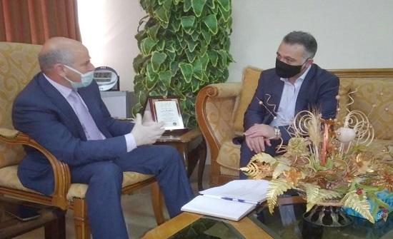 وزير التخطيط يزور دائرة الإحصاءات العامة