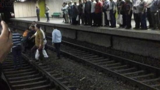 مصري ينتحر أمام عجلات مترو الأنفاق