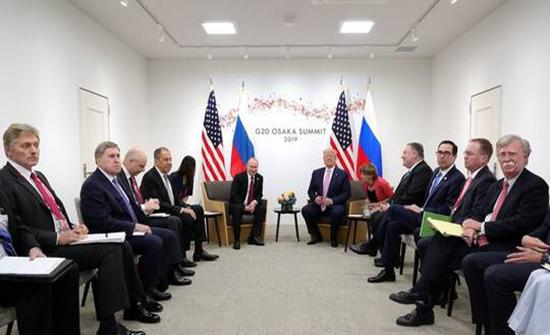 بولتون: ترامب تأخر عمدا خلال القمة الأولى مع بوتين