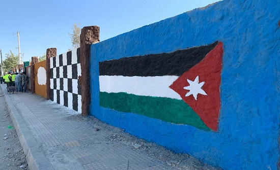 جداريات تحمل مضامين التعايش الديني والبيئة والاثار في المفرق