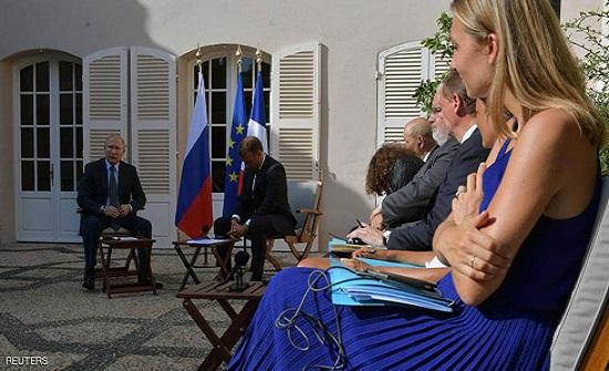 """أمام الصحفيين.. سجال """"مشتعل"""" بين بوتن وماكرون"""