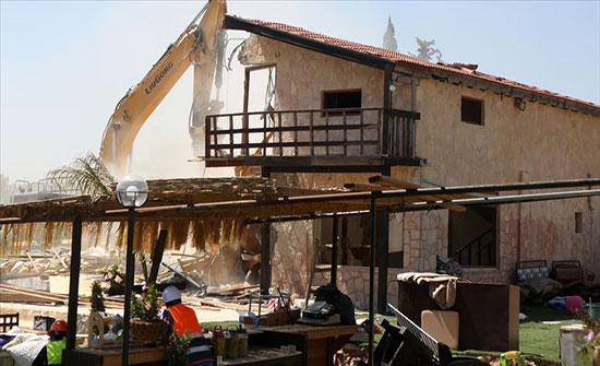 إسرائيل تهدم ممتلكات فلسطينية جنوبي الضفة
