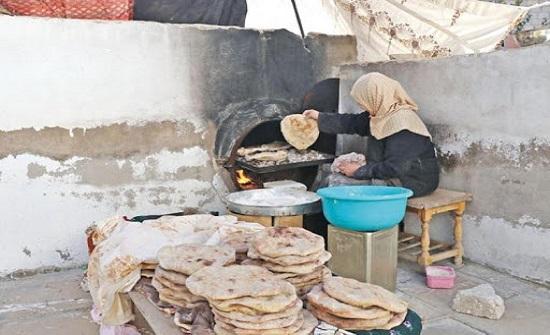 ريفيات يبدعن بصناعة خبز الطابون والمعجنات في ظل كورونا