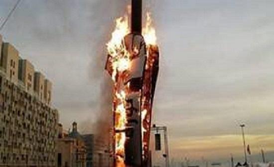 """لبنانيون يستنكرون إحراق """"مجسم الثورة"""" (فيديو)"""