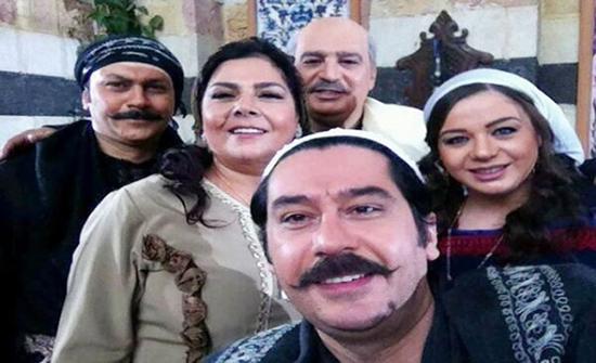 """نجمة باب الحارة ام عصام بصورة من الذكريات مع ابنتها """" حبيبة امها """""""
