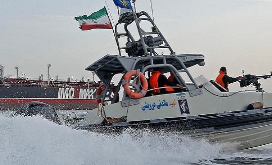 أنباء عن احتجاز إيران سفينة قرب جزيرة طنب