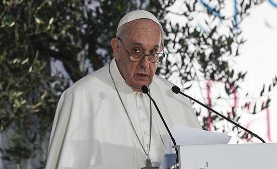 بابا الفاتيكان يحث دول العالم على استقبال اللاجئين الأفغان