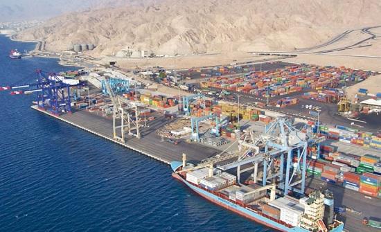 حركة نشطة لأعمال المناولة في ميناء العقبة