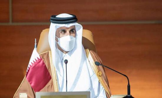 أمير قطر يمارس الرياضة صحبة بناته في شوارع الدوحة (صور)