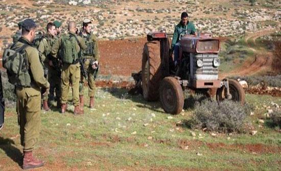 الاحتلال الاسرائيلي يستولي على ارض بالخليل ويغلق طرقا زراعية بنابلس