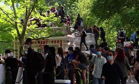 متظاهرون يشتبكون مع الأمن في محيط البيت الأبيض