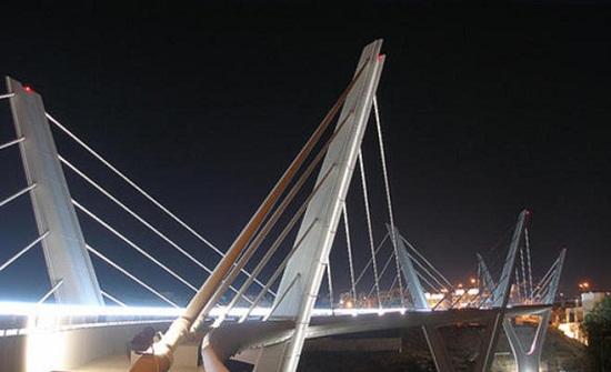 شخص يهدد بالانتحار من جسر عبدون