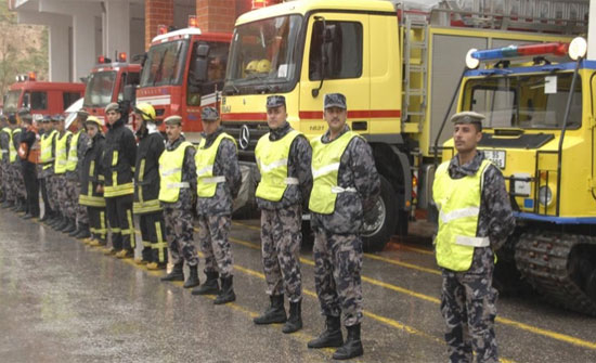 الدفاع المدني يؤمن 120 شخصاً إلى أماكن آمنة خلال المنخفض