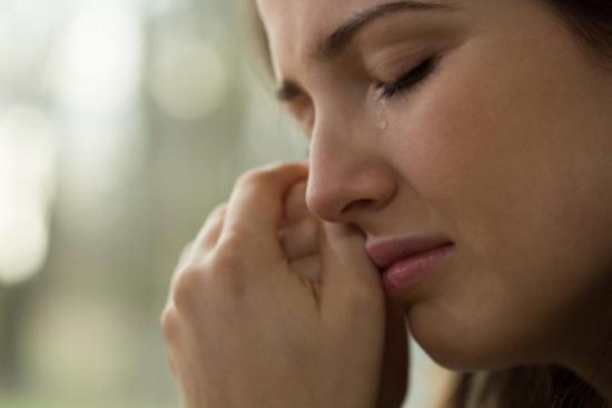 اختصاصيون يدعون الى تخطي ألم فقدان عزيز بالإيمان والاندماج المجتمعي