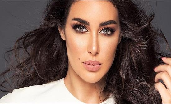 شاهد.. ياسمين صبري مع فيفي عبده حب متبادل وقبلات!