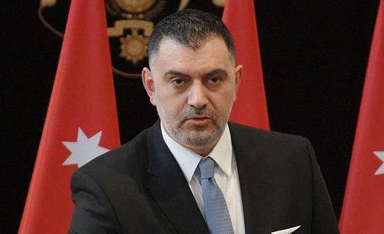 وزير العمل يتفقد مؤسسات ومنشآت خاصة للتأكد من التزامها بقرارات الحكومة