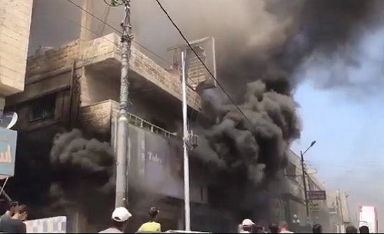 السيطرة على حريق في مستودع ألبسة في الرصيفة .. بالفيديو
