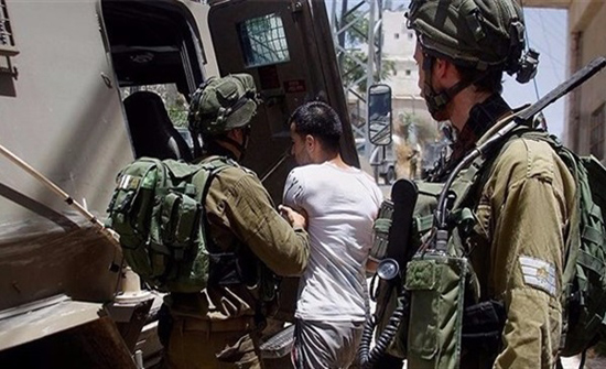 الاحتلال يعتقل11 فلسطينيا بالضفة ومستوطنون يغرقون أراض في نابلس بالمياه العادمة
