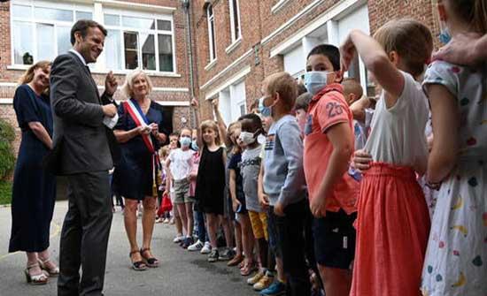 بالفيديو.. طفل فرنسي يسأل ماكرون: هل أنت بخير بعد الصفعة؟